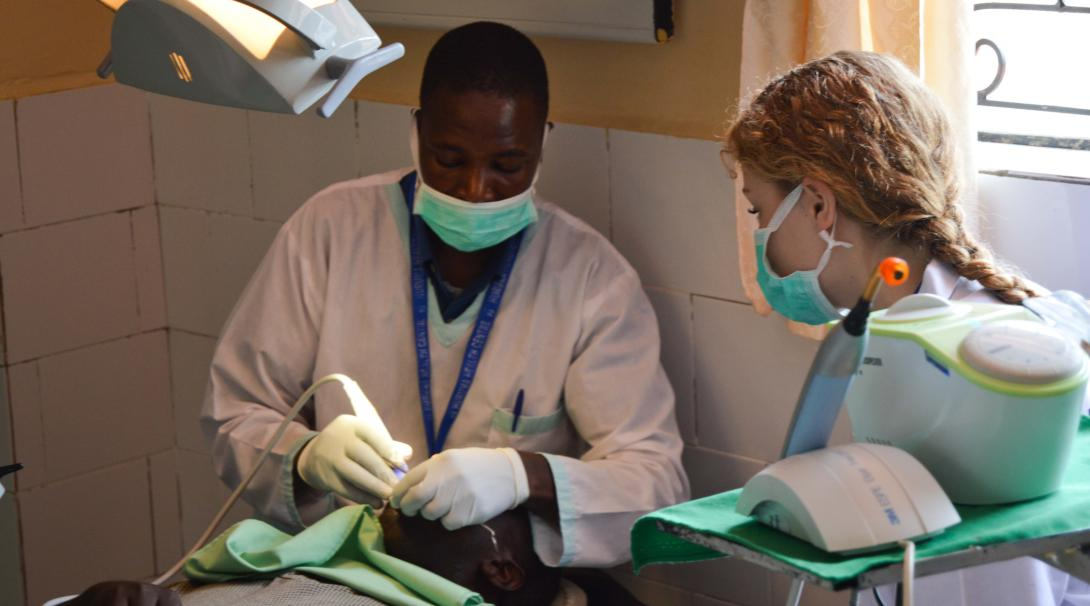Projects Abroad volunteers shadows a dentist in Ghana during her dentistry internship.